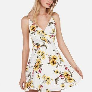 Express surplice dress floral 🌻🌸